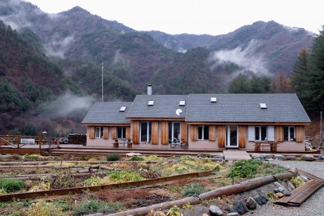 2009년 1월 이대철 씨가 강원도 홍천군 살둔마을에 지은 패시브 하우스. - 살둔제로에너지하우스 제공